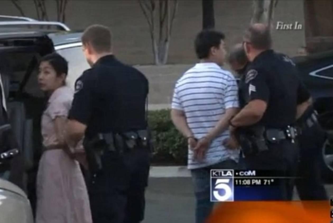 ΗΠΑ: Κλείδωσε τα παιδιά της στο αυτοκίνητο για ένα... στοματικό! (vid+phs)