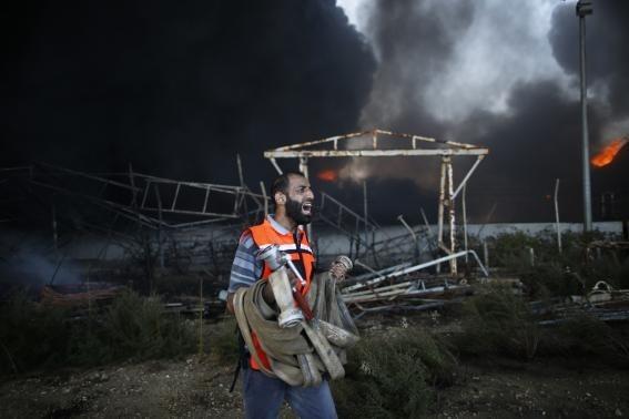 Φρίκη στις γειτονιές της Γάζας- Χτυπούν σχολεία και αμάχους! (pics+video)
