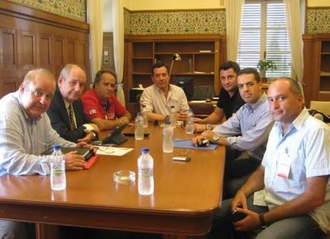 Χαϊκάλης-Κουίκ: Συνάντηση με συνδικαλιστές λιμενικών σωμάτων