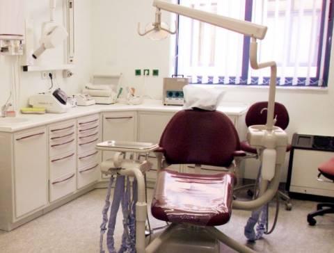 Συνελήφθη οδοντίατρος για λειτουργία παράνομου οδοντιατρείου