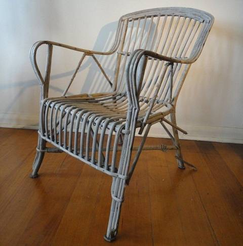 Πωλείται στοιχειωμένη καρέκλα! (pics)