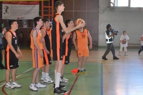 Μπάσκετ: Ο 13χρονος Ρουμάνος «γίγαντας» θα φτάσει τα 2.44! (photos+videos)