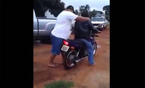 Ξεκίνησαν για βόλτα με το μηχανάκι αλλά… (βίντεο)