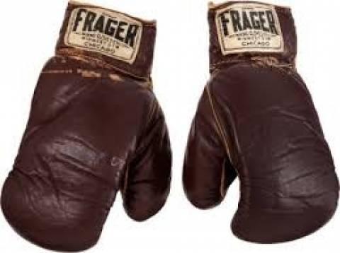 Τα γάντια του Μοχάμεντ Άλι στον «Αγώνα του Αιώνα» πουλήθηκαν 400.000 δολάρια