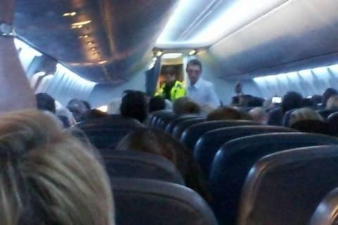 Μεθυσμένη επιβάτης χτυπά πιλότο με το προσθετικό πόδι της! (pics)