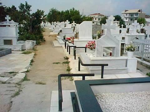 Κρήτη: Έκλεβε γλάστρες από τάφους