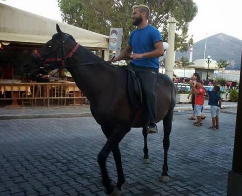 Αλιβέρι: Αυτό το άλογο ξετρέλανε μικρούς και μεγάλους (pic)