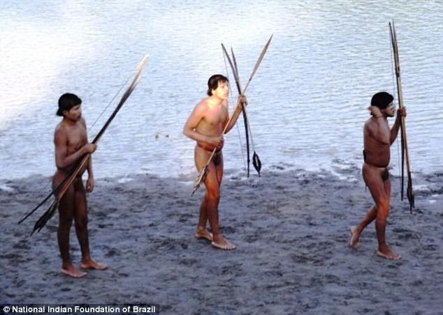 Ιθαγενείς του Αμαζονίου έρχονται σε επαφή με τον πολιτισμό! (pics+video)