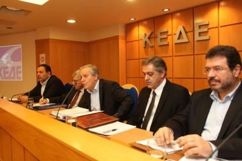 ΚΕΔΕ: Συμφωνεί στον επανέλεγχο επιχορηγήσεων και προσλήψεων