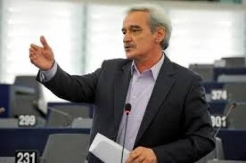 Χουντής: «Η συγκυβέρνηση βγάζει μόνη της τα μάτια της»