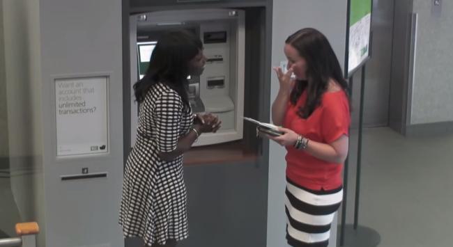 Καναδάς: ATM μοίρασε δώρα και λεφτά! (vid+phs)