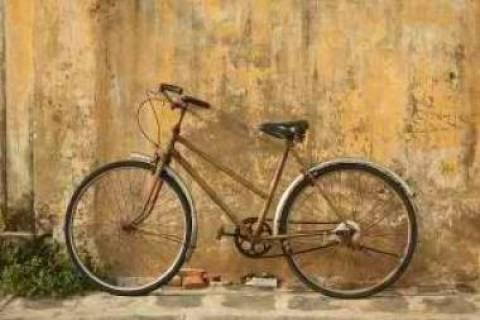 Χανιά: Το ιστορικό καφέ «Κήπος» φιλοξενεί έκθεση κλασικών ποδηλάτων