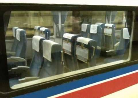 Ένα τρένο που διαθέτει περιστρεφόμενα καθίσματα (Video)