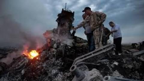 Ουκρανία: Βρέθηκαν κι άλλα πτώματα στον τόπο της συντριβής του Boeing 777
