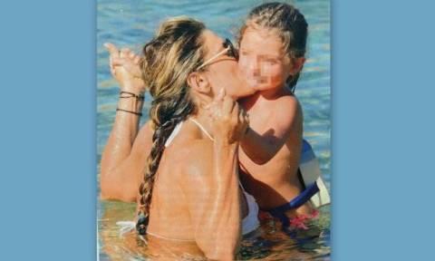 Κατερίνα Λάσπα: Μαθαίνει στην κόρη της κολύμπι
