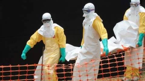 Έμπολα: Πέθανε γιατρός που φρόντιζε ασθενή με τον ιό