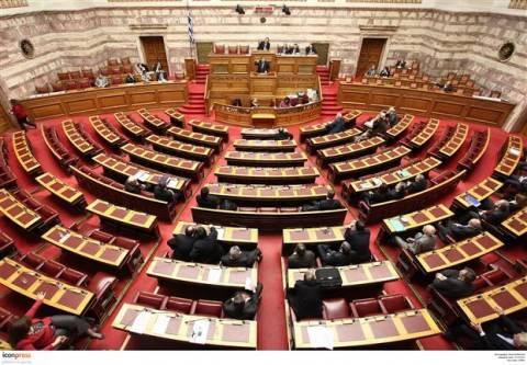 Κόντρα στη Βουλή για την επίμαχη τροπολογία