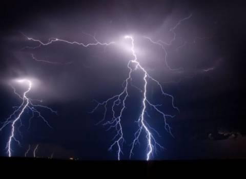 Φθιώτιδα: Ισχυρές καταιγίδες - Κεραυνοί «έσπειραν» φωτιές