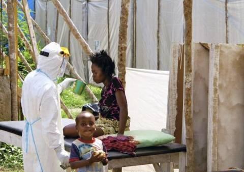 Έμπολα: Εκατοντάδες άνθρωποι εγκλωβίστηκαν από τον στρατό της Λιβερίας