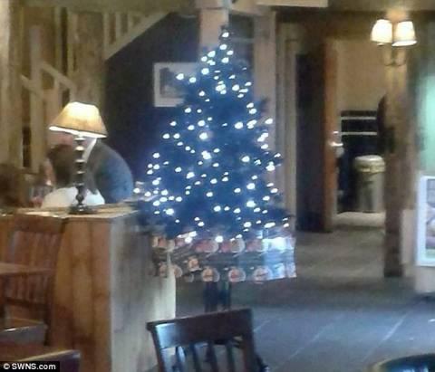 Παμπ στόλισε... χριστουγεννιάτικο δέντρο! (pic)