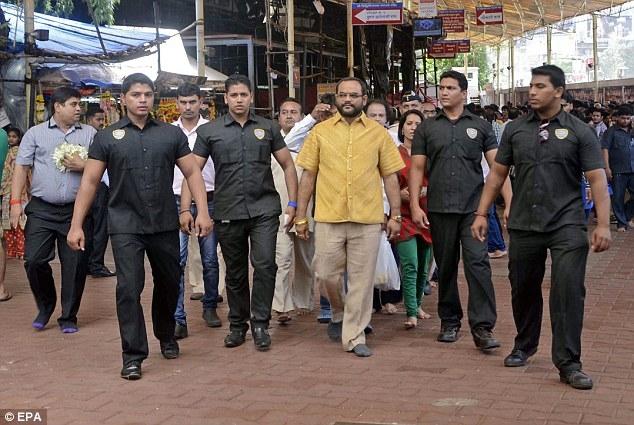 Ινδός μεγιστάνας κυκλοφορεί με πουκάμισο από... (pics)