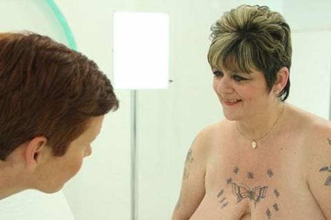 Βρετανία: Το στήθος της μεγάλωσε 9 νούμερα μετά από υστερεκτομή! (photo)