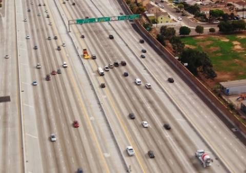 Ηλεκτρικό αυτοκινητόδρομο για φορτηγά σχεδιάζει η Καλιφόρνια