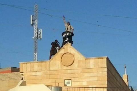 «Τζιχαντιστές παλουκώνουν κεφάλια νεαρών Χριστιανών» (photos)