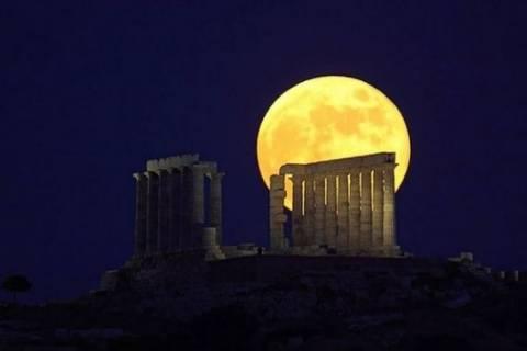 Αυγουστιάτικο φεγγάρι: Εκδηλώσεις για ρομαντικούς ανά την Ελλάδα