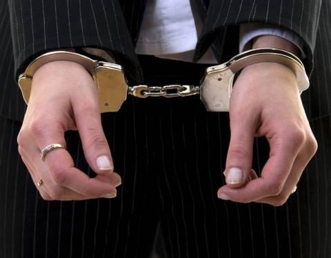 Ηλεία: Σύλληψη με «άρωμα» γυναίκας για χρέη στο Δημόσιο