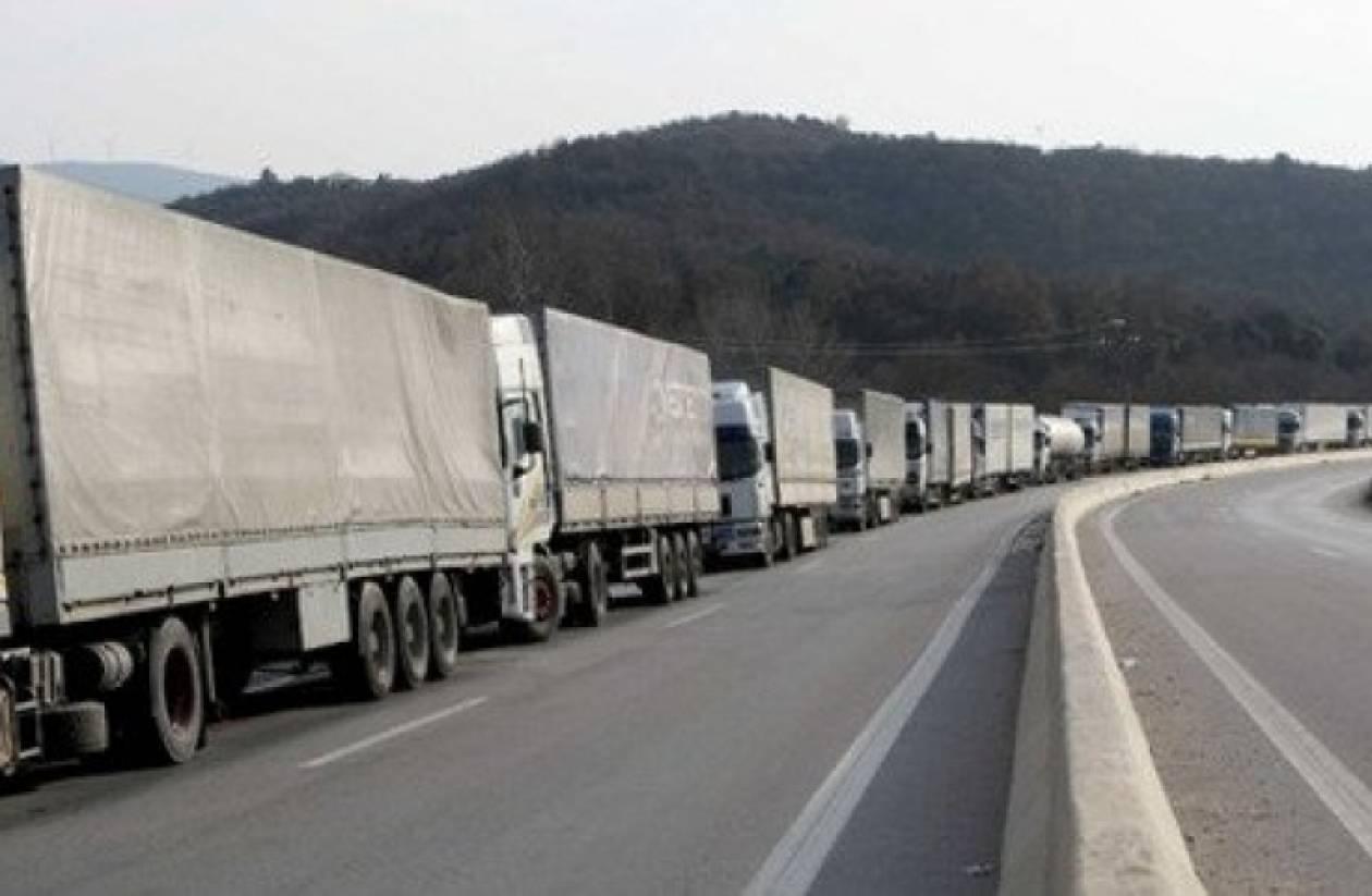 Ρωσία: Έτοιμες για αναστροφή 3.000 ελληνικές νταλίκες με φρούτα