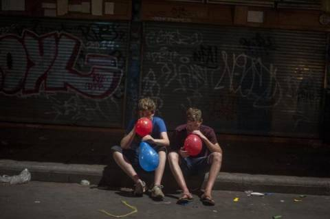 Η νέα επικίνδυνη τρέλα των ναρκωτικών! Το μπαλόνι του «γέλιου» (Pics)