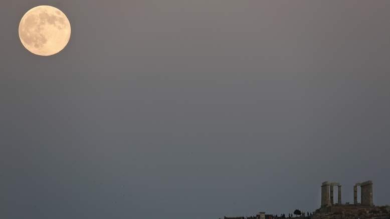 Έτσι είδαν την αυγουστιάτικη πανσέληνο στα πιο γνωστά μέρη του κόσμου!