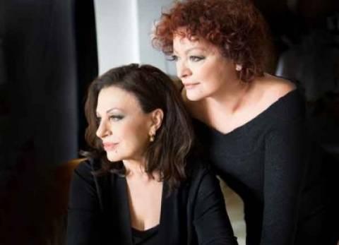 Η Χάρις Αλεξίου και η Τάνια Τσανακλίδου στο Θέατρο Βράχων