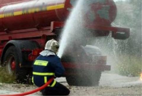 ΤΩΡΑ: Πυρκαγιά σε βυτιοφόρο-Κλειστή η ΕΟ Αθηνών-Λαμίας