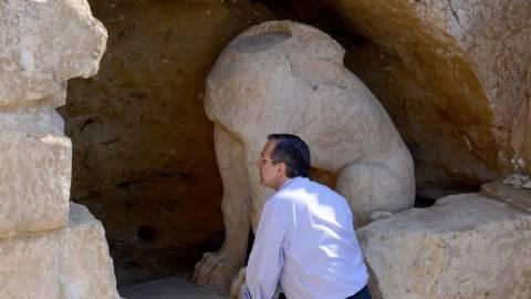 Αμφίπολη: Φύλακας του μυστικού του τάφου ο...Καραμανλής!