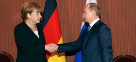 Μέρκελ: Δεν διακόπτουμε επαφές με Πούτιν, παρά τις κυρώσεις