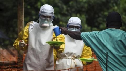 Γερμανία: Καλεί τους πολίτες της να εγκαταλείψουν χώρες χτυπημένες από Έμπολα