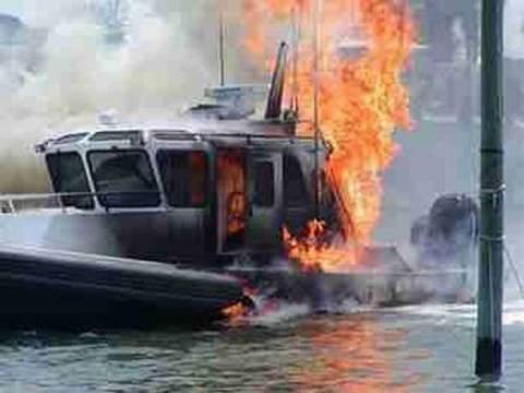 Ζάκυνος: Στις φλόγες λέμβος στον Λαγανά