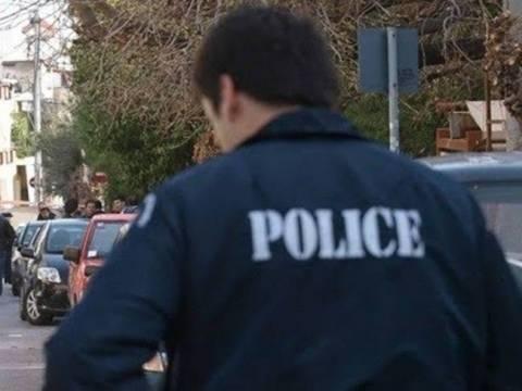 Χτύπησαν και έκλεψαν ηλικιωμένο ζευγάρι στα Καλύβια