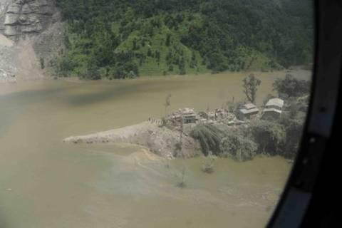 Απίστευτο: 1500 χωριά έχουν βυθιστεί από τις βροχοπτώσεις στην περιοχή των Ιμαλαΐων!