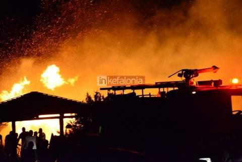 Κεφαλονιά: Ολονύχτια μάχη με τις φλόγες σε Βλαχάτα – Λουρδά