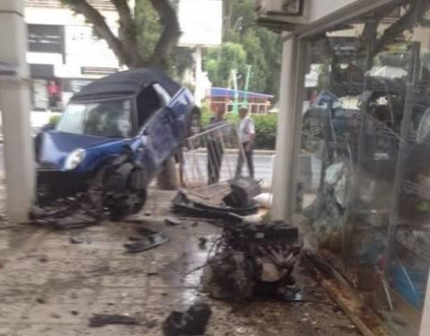 Αυτοκίνητο στην Λεμεσό καρφώθηκε σε κολώνα