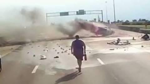 Οδηγός – ήρωας σώζει μωρό από φλεγόμενο αμάξι (vid)