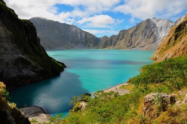 «Βόλτα» στις ωραιότερες ηφαιστειακές λίμνες της Γης