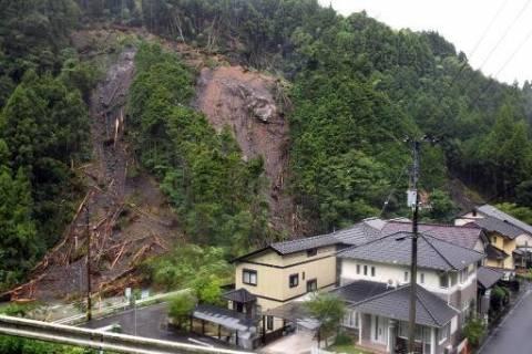 Ιαπωνία: Τέσσερις νεκροί και 12 αγνοούμενοι από φονικές κατολισθήσεις στη Χιροσίμα
