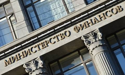 Минфин: Россия не будет пересматривать из-за санкций программу заимствований
