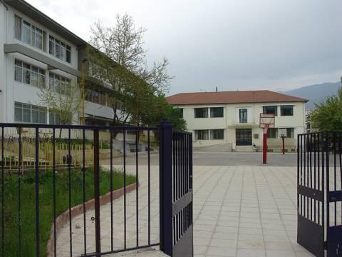 Όργιο σπατάλης σε δημόσια σχολεία!