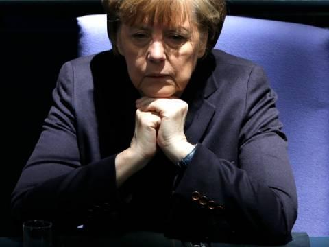 Νομπελίστες οικονομολόγοι «κατακεραυνώνουν» τη Μέρκελ