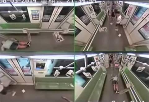 Τι γίνεται αν κάποιος λιποθυμήσει στο μετρό της Σαγκάη; (video+photos)